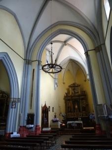Und in der Kirche hängt ein Anker als Kronleuchter.